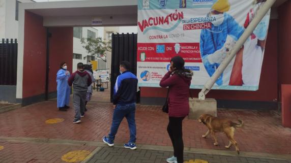 Defensoría del Pueblo pide investigar caso de personas que viajaron a Chincha para vacunarse