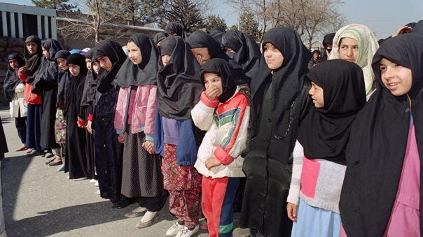 Los talibanes garantizan que las estudiantes volverán a la escuela