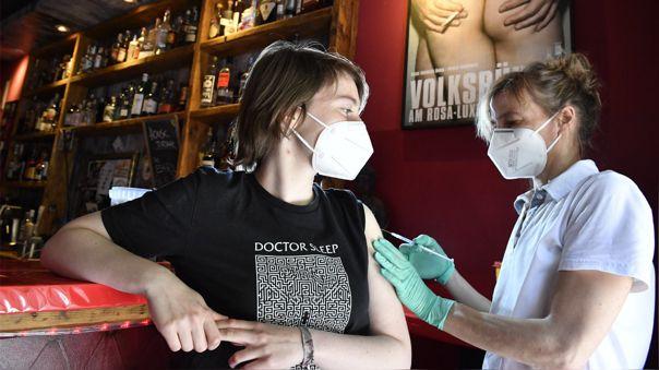 Niños británicos se infectarán de COVID-19 si no se vacunan