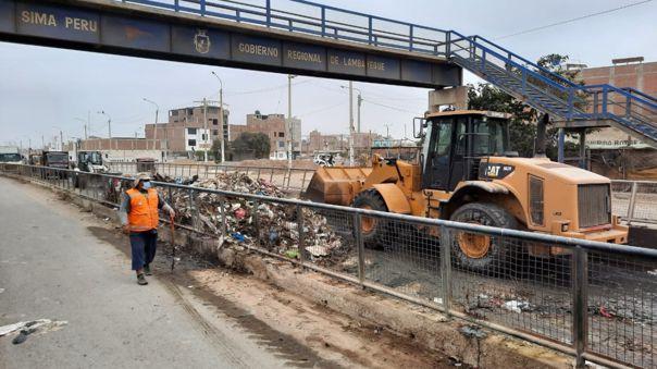 """""""La avenida colapsó por la gran cantidad de basura. El compromiso de nosotros es limpiar este espacio y seguir manteniendo el servicio. Pero también queremos que la ciudadanía no vea este lugar como un botadero"""