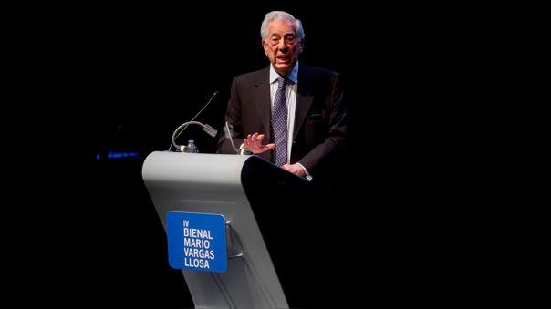 Mario Vargas Llosa participa en la inauguración de la IV Bienal de Novela en el Conjunto Santander de Artes Escénicas en Zapopan, estado de Jalisco.