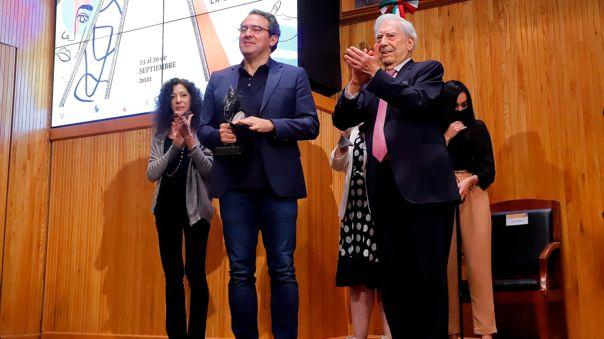 El escritor colombiano Juan Gabriel Vásquez ganó el IV Premio de Novela Mario Vargas Llosa