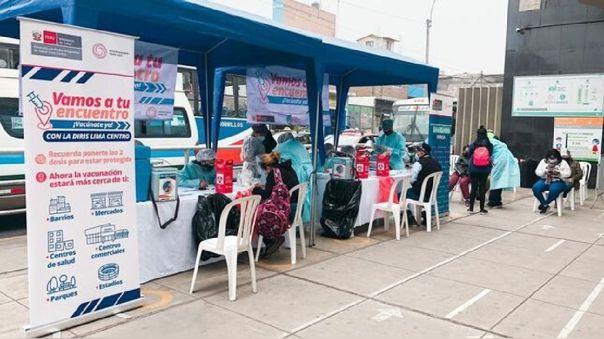 Vacunación en el Metro de Lima