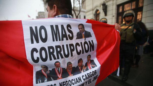 Samuel Rotta, director ejecutivo de Proética, explica por qué la corrupción es un concepto que nos envuelve a todos(as), aunque no ostentemos algún cargo público. ¿Cómo combatirla?