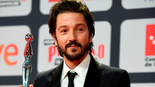 Diego Luna recibió el Premio Platino de Honor en los Premios Platino 2021