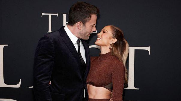 JLo y Ben Affleck se mostraron muy enamorados durante la alfombra roja de la película