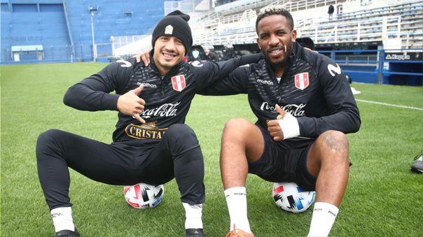 Gianluca Lapadula y Jefferson Farfán en el entrenamiento de Perú en 'El Fortín'