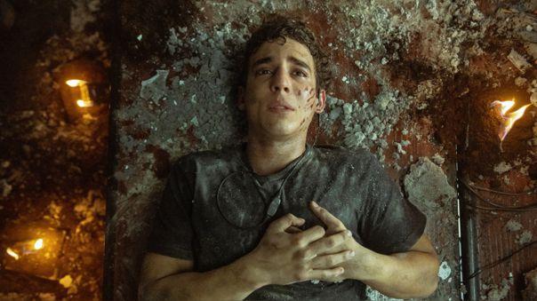Río (Miguel Herrán) queda devastado tras la muerte de Tokio (Úrsula Corberó) quien se sacrificó para salvar a sus compañeros.