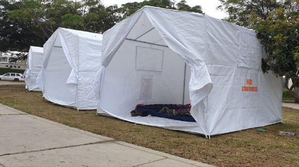 Trujillo: Colocan carpas en exteriores de hospital Regional para familiares de pacientes que duermen a la intemperie