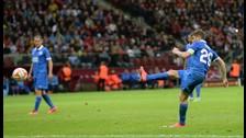 Europa League: Ruslan Rotan del Dnipro marcó gol de tiro libre a lo Pirlo