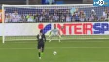 Youtube: Vedran Corluka intentó rematar penal a lo Zidane e hizo el ridículo