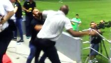 YouTube: entrenador de Costa Rica se agarró a golpes con un hincha