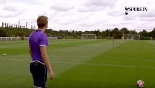 Youtube: goleador del Tottenham demuestra su precisión pateando de arco a arco