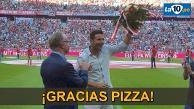Claudio Pizarro se emocionó con el homenaje del Bayern Munich