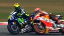 YouTube: Valentino Rossi pateó la moto a Marc Márquez en el Gran Premio de Malasia