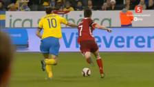 YouTube: Zlatan Ibrahimovic le dio un codazo un jugador de Dinamarca