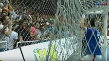 YouTube: Falcao escupió a un hincha rival y causó indignación en Brasil