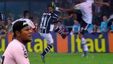 YouTube: jugador del Vasco da Gama lanza patada voladora a su colega