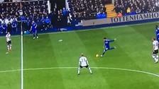 YouTube: Cesc Fábregas hizo uno pésimo tiro libre en el Chelsea vs. Tottenham