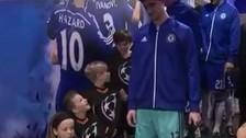 YouTube: Thibaut Courtois impresionó a un tierno niño con su estatura