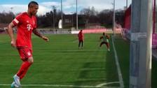 Twitter: Douglas Costa hizo un gol sorprendente mientras trotaba