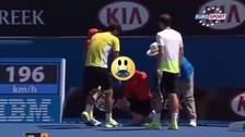 YouTube: recogebolas  recibió un golpe bajo en el Australian Open