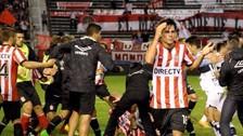 Estudiantes vs. Gimnasia: la pelea más violenta de los últimos años en el fútbol (FOTOS)