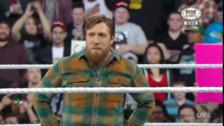 Video: Daniel Bryan anunció su retiro en vivo y en directo en RAW