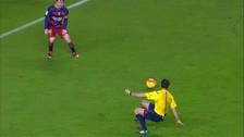 YouTube: Iván Rakitic hizo caer al árbitro del Barcelona vs. Sporting de Gijón