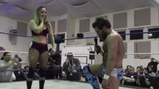 YouTube: luchador le propuso matrimonio a su rival en pleno ring