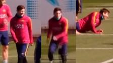 Video: Lionel Messi se cayó en los entrenamientos del Barcelona