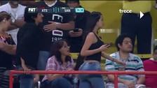 YouTube: sexy hincha se robó la atención en el fútbol mexicano y se convierte en viral