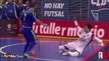 Video: Ricardinho quiso definir con una bicicleta pero falló el gol