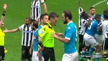 Video: Gonzalo Higuaín se enfureció y casi agredió al árbitro en la Serie A