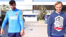 Barcelona: Gerard Piqué e Iván Rakitic hicieron una carrera de hoverboards