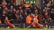 Facebook: jugadores del Liverpool le devolvieron su celular a un fanático