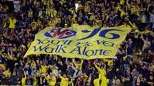 Hinchas de Villarreal le dedicaron un homenaje al Liverpool con banderola