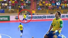 YouTube: Jugador argentino ridiculizó con una 'bicicleta' a Falcao, el rey del futsal