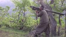 YouTube: combatiente kurdo lanza un misil y derriba un helicóptero turco