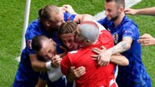 Eurocopa: El hincha que se metió a la cancha para celebrar el gol de Luka Modric