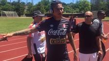 Jugadores peruanos entrenaron y luego atendieron a los hinchas en la Universidad Estatal de Montclair.