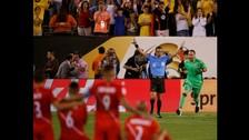 Las lágrimas de los jugadores peruanos tras caer ante Colombia en los cuartos de final de la Copa América Centenario.