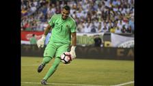 Sergio Romero fue elegido en el once tras el penal atajado a Luis Seijas.