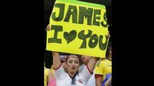 Bellas hinchas colombianas se hicieron presentes en el duelo en el Soldier Field de Chicago.