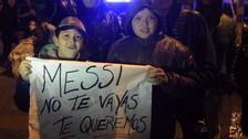 Messi llegó a Argentina e hinchas le ruegan que vuelva a la Selección