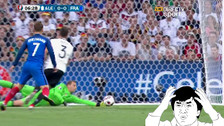 Antoine Griezmann estuvo cerca de marcar un golazo a Manuel Neuer