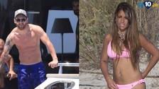Lionel Messi: Antonella Roccuzzo causa furor con bikini rosa en Ibiza