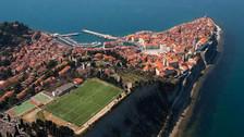 Fotos: los 10 estadios de fútbol más extraños en todo el mundo
