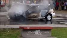 Trujillo: incendio de auto con personas dentro alarmó a vecinos