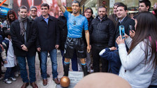 Luis Suárez: estatua suya en tamaño real fue inaugurada en Salto